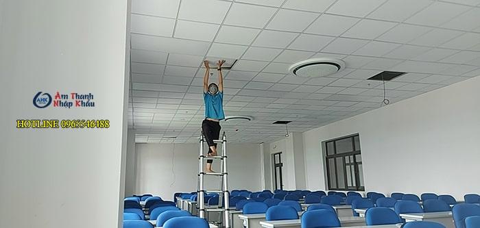Lắp đặt âm thanh phòng học trường đại học Văn Hiến